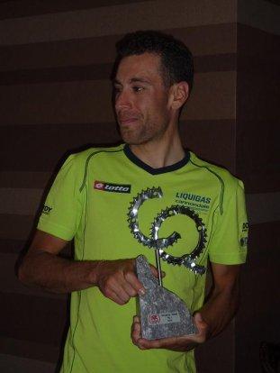 CQ-trofee in hande van Vincenzo Nibali